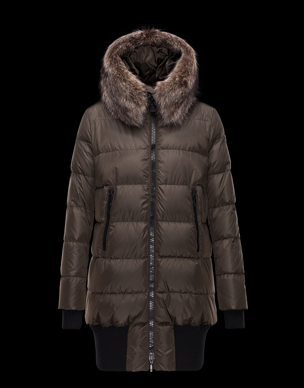 2016 Moncler Long Down Coats For Women With Fur Cap mc1087