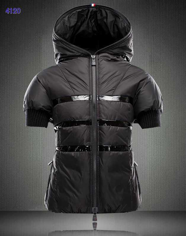 Moncler Short Sleeve Women Down Jackets Black New Style Sale